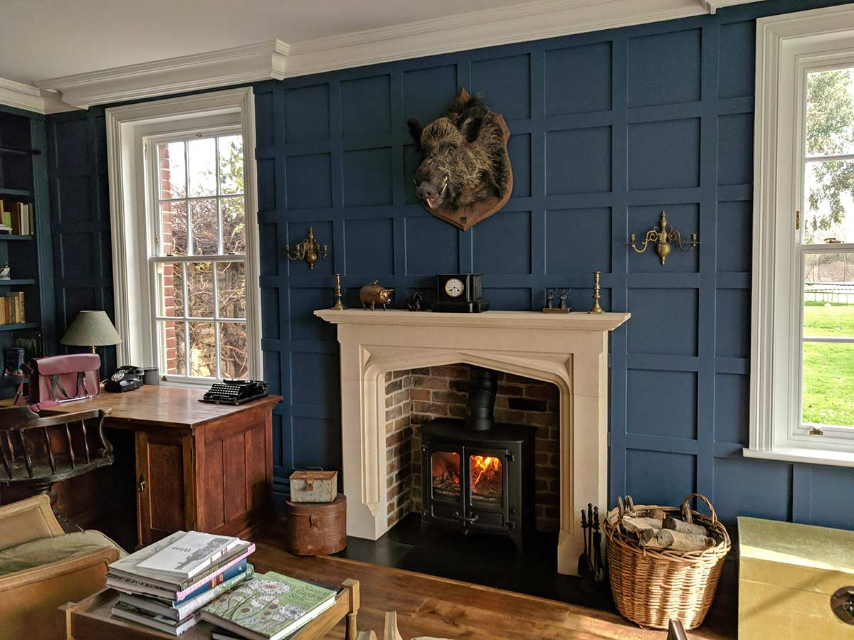 boars head above fireplace