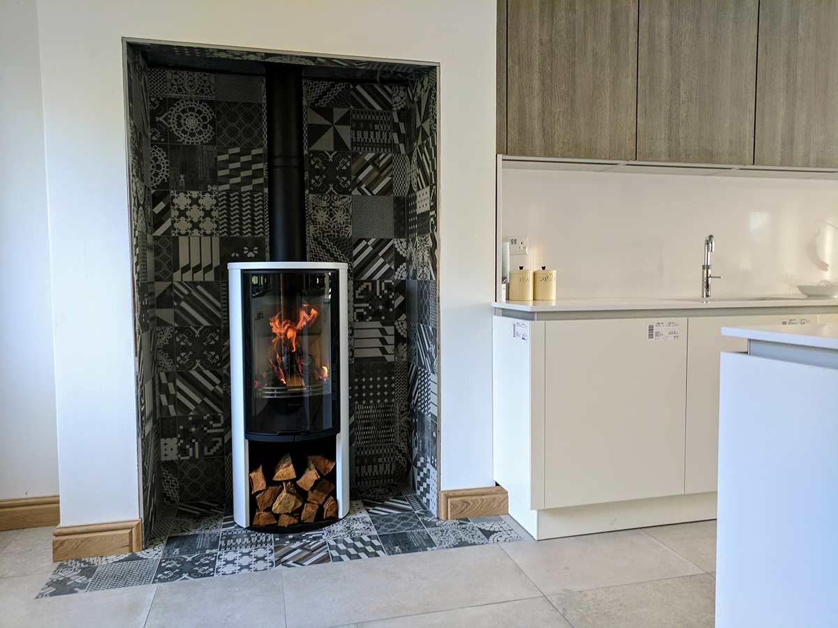 Tiled fireplace chamber with contura stove