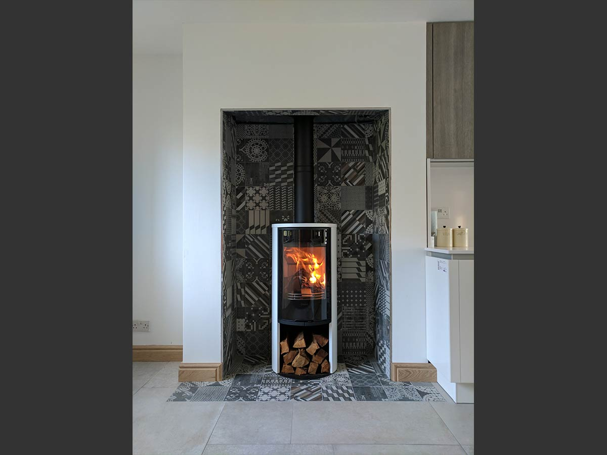 Contura 510g wood stove in tiled chamber
