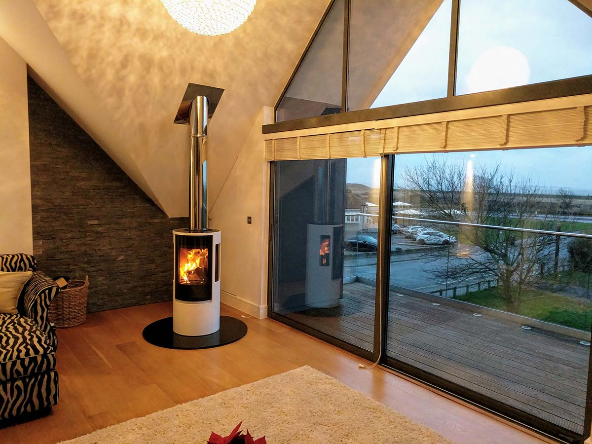 Contura 556G Fireplace with stainless steel chimney