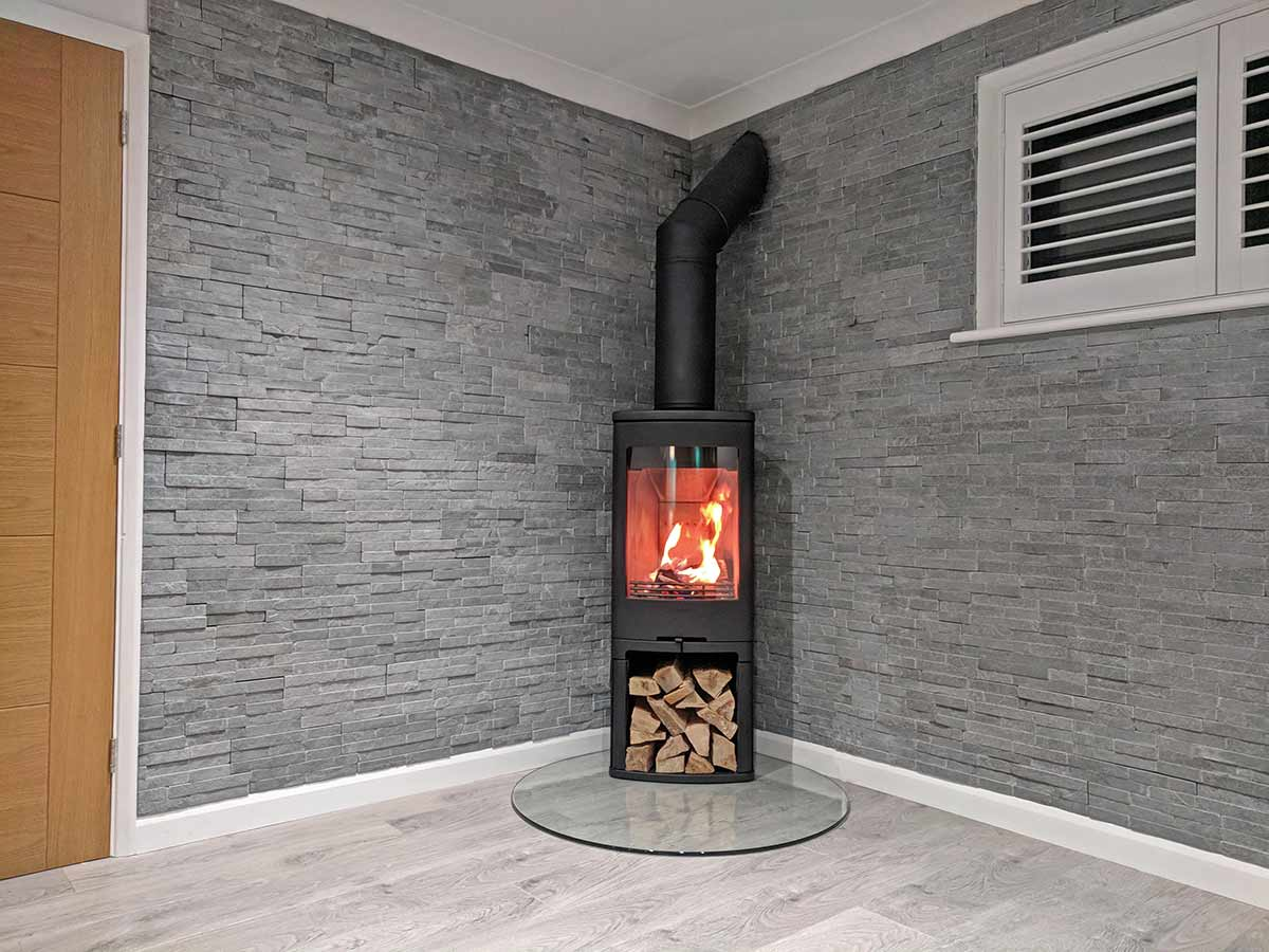 Contura 710 with glass hearth