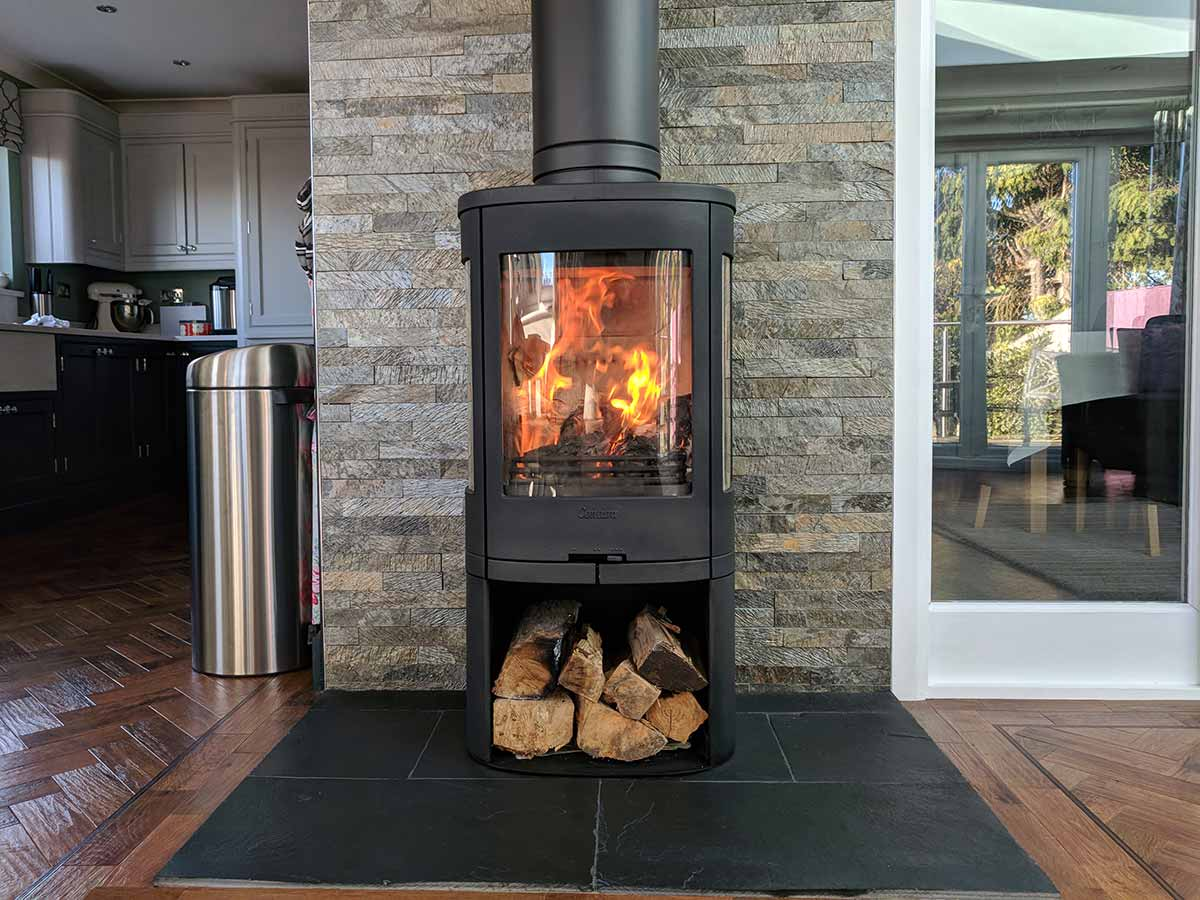 Contura 750 stove with split faced tiled heat shield